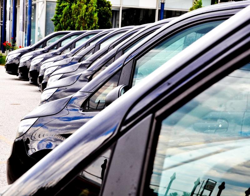 Zakup samochodu z salonu: fakty i mity